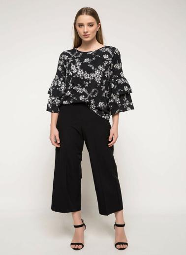 DeFacto Kolları Dantel Detaylı Çiçekli Bluz Siyah